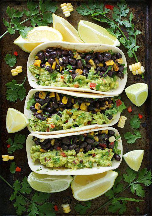 tacos-guacamole-con-frijoles-y-elote